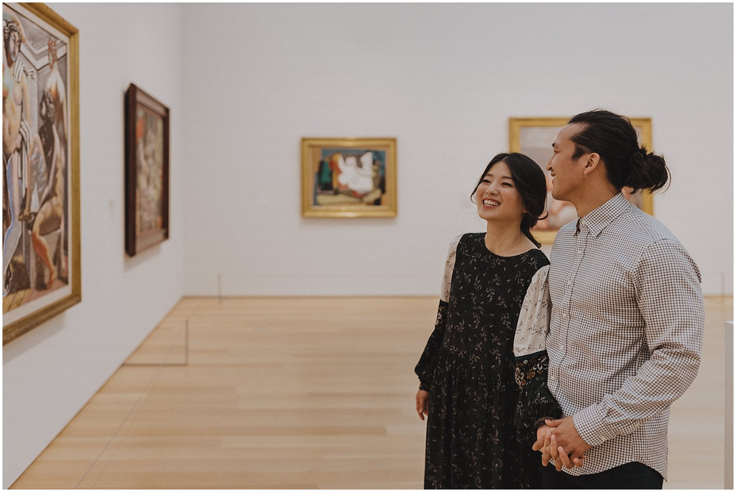 Couple looking at art at the Art Institute of Chicago