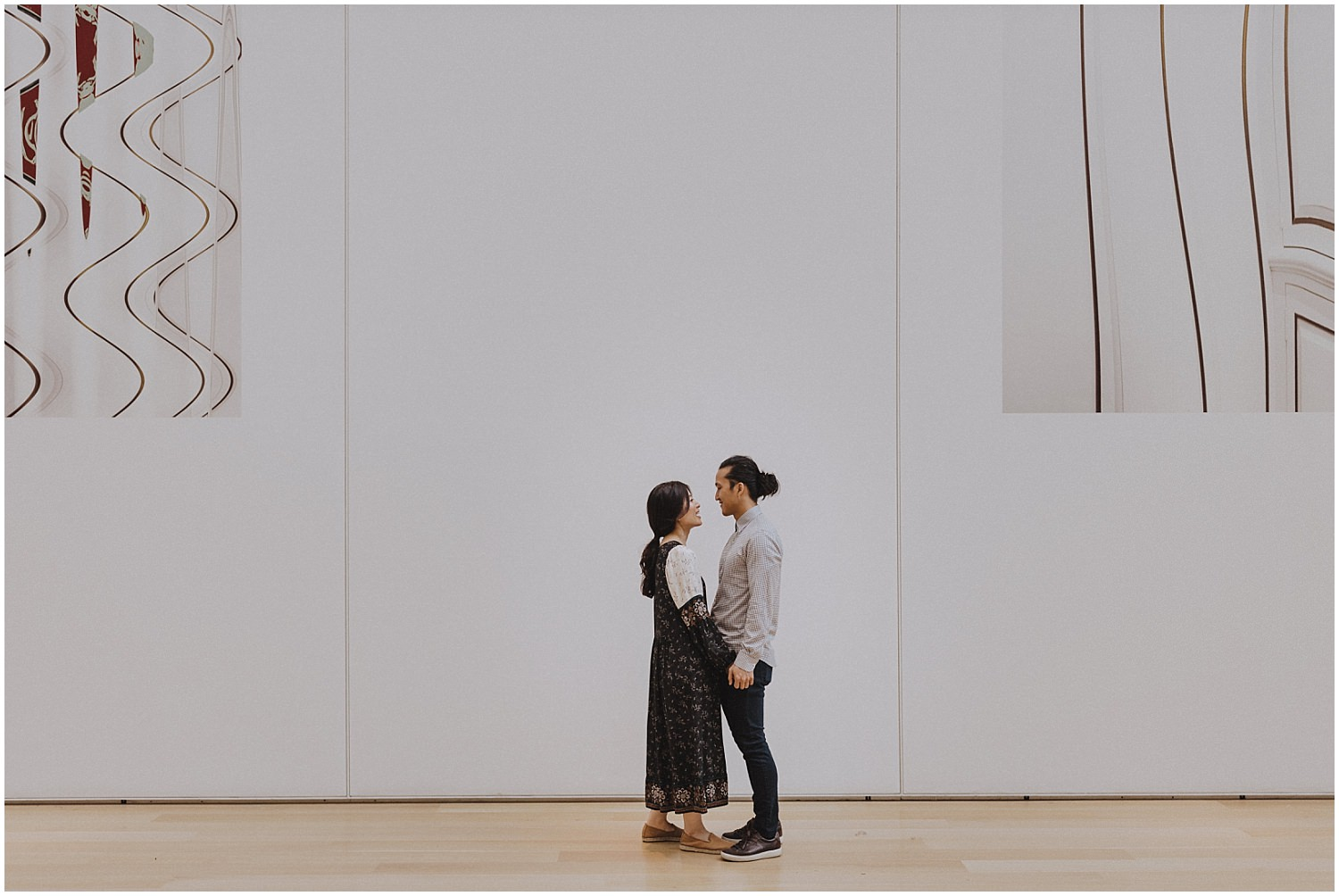Couple standing in the modern wing of Couple looking at art at the Art Institute of Chicago